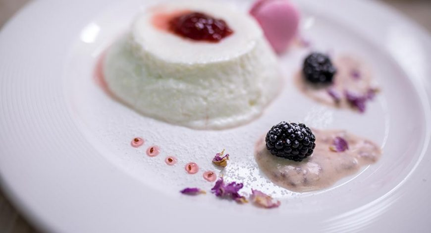 desert-recepta0kiselo-mliako-jelirano-sladko-roza-chia